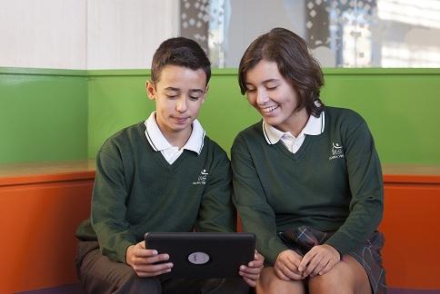 <!--:es-->El Colegio María Virgen recibe el Premio al Mejor Proyecto TIC de Centro Educativo en SIMO Educación 2016<!--:-->